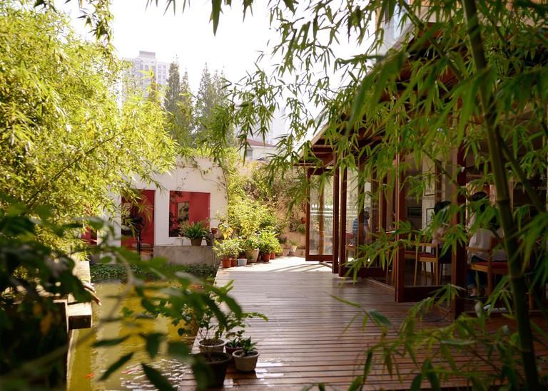 Rock&Wood International Youth Hostel is in the quiet neighbourhood of Hongqiao