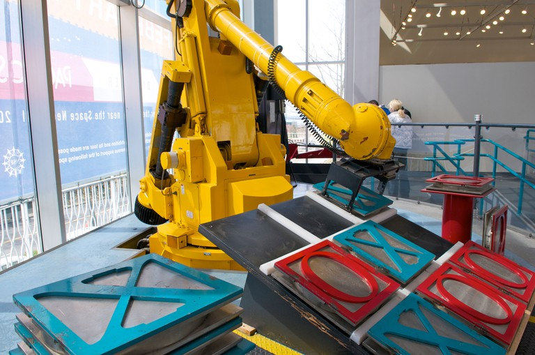 A robotic arm playing tic tac toe at the Pacific Science Center, Seattle, North America.