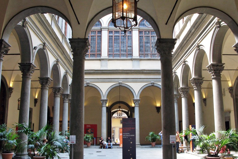 INNER COURTYARD OF THE DU PALAZZIO STROZZI, FLORENCE, TUSCANY, ITALY