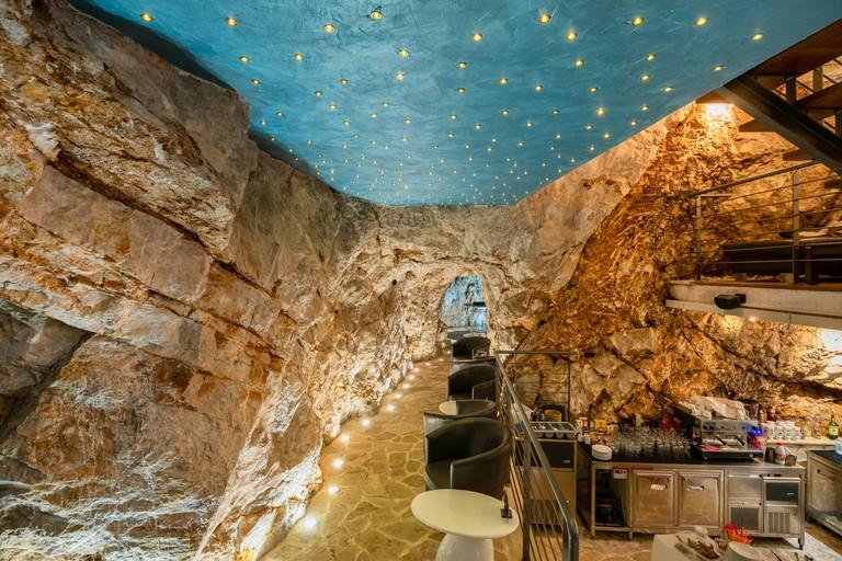Cave Bar (14)