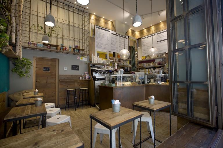 Shake Café, Via degli Avelli