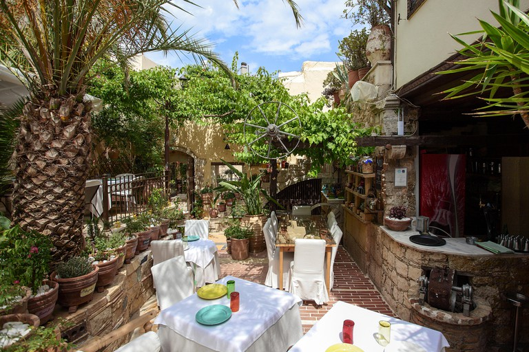 One of the top end Greek restaurants in Rethymnon, the Avli is without doubt a great eating experience for all visitors.
