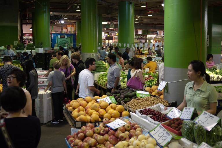 Fruit and vegetable stalls at Paddy's Markets © Petteri Sulonen / Flickr