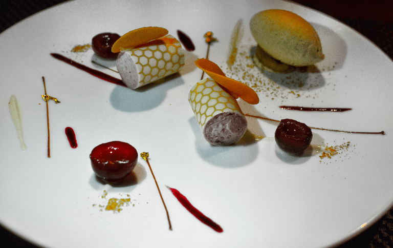 L'Atelier de Joël Robuchon Hong Kong offers innovated dishes, from appetisers to desserts