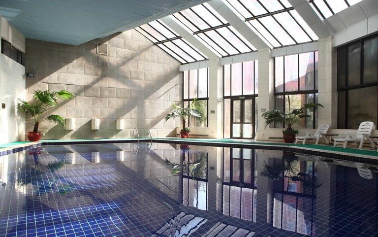 Zhaolong Hotel indoor pool