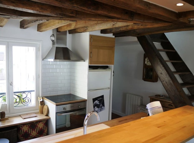 Relax in this spacious old apartment