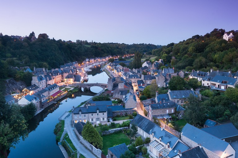 Dinan, port de Dinan et la Rance au coucher du soleil. Picturesque Dinan is known for its medieval ramparts