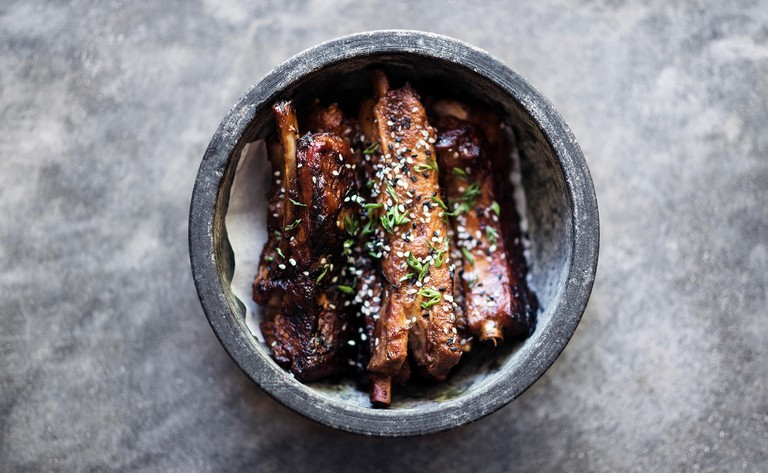 Grilled marinated pork ribs