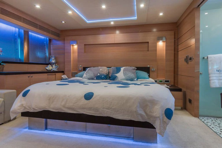 Star Island 84' Yacht - 3 Bedrooms