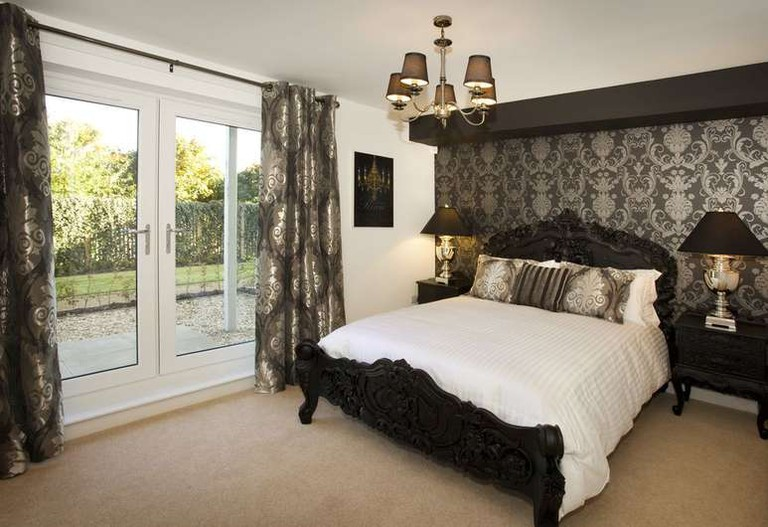 Oakhill Apartments Edinburgh offers beautifully decorated accommodation