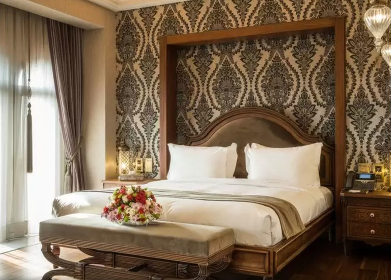 Ajwa Hotel Sultanahmet is situated roughly halfway between the Blue Mosque and the Grand Bazaa