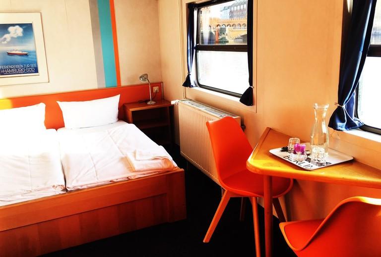 Hostel Eastern and Western Comfort Hostelboat