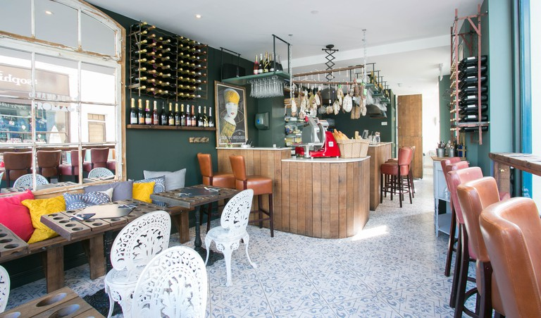 Champagne + Fromage interior