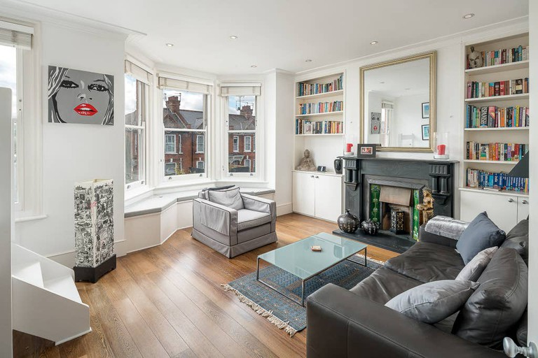 Stylish two bed flat in Notting Hill with roof terrace