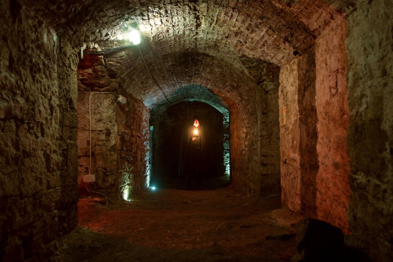 tour_img-222873-24 Discover Edinburgh's ghostly past in its underground vaults and dungeons