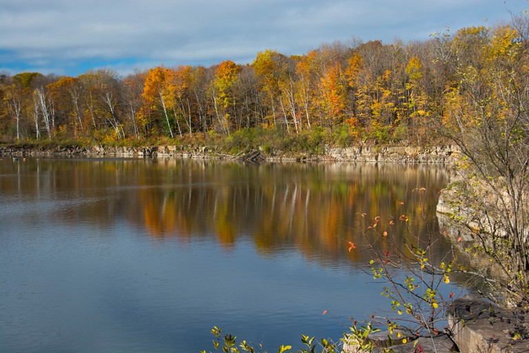 A view of the Vaudreuil rock quarry in autumn.