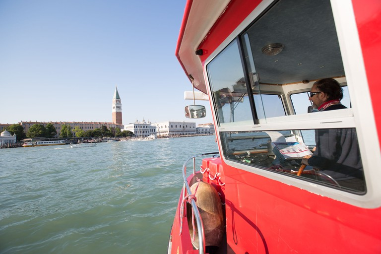 Hop-on Hop-off Sightseeing Boat Tour