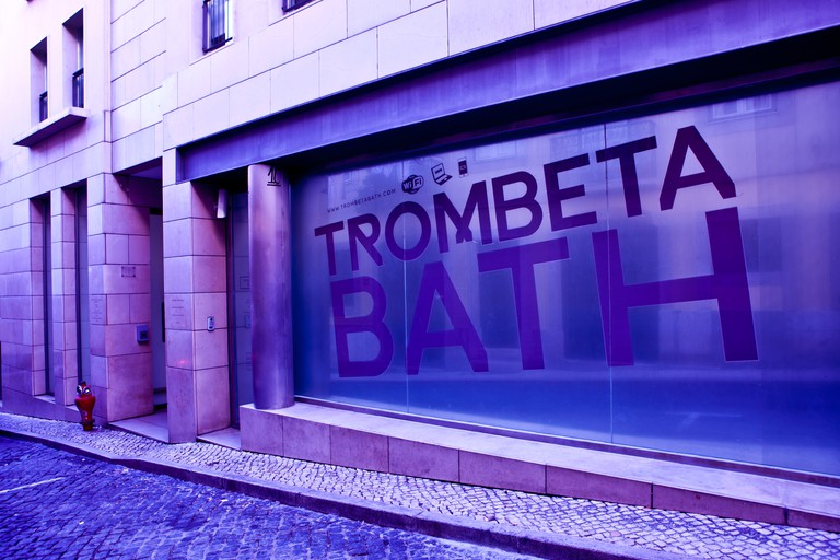 A view of the exterior of Trombeta Bath