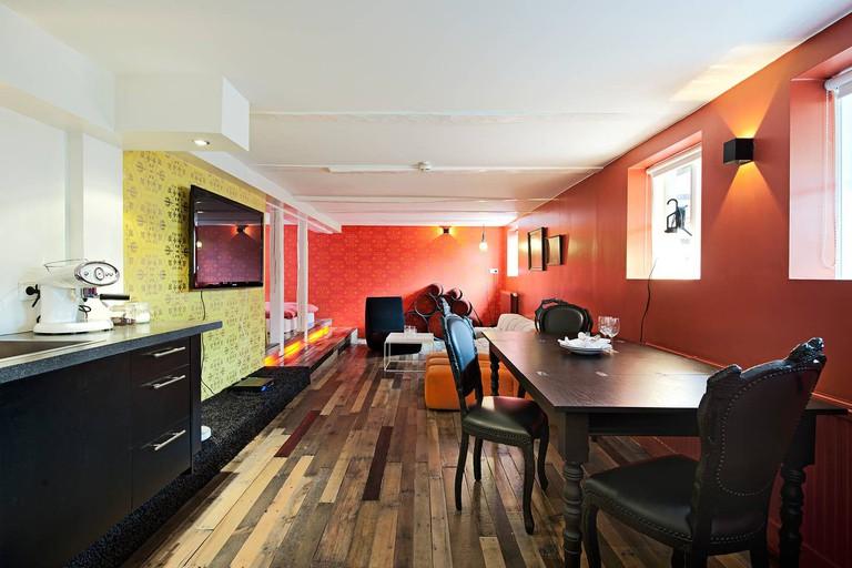 Colourful design den
