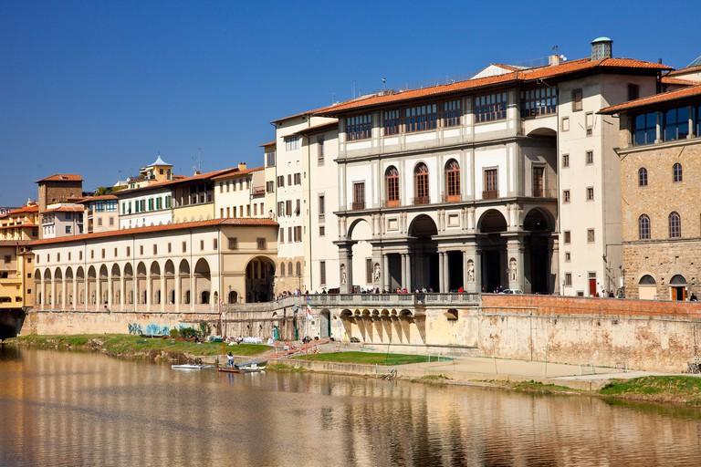Europe, Italy, Florence, The river Arno and Uffizi Gallery.