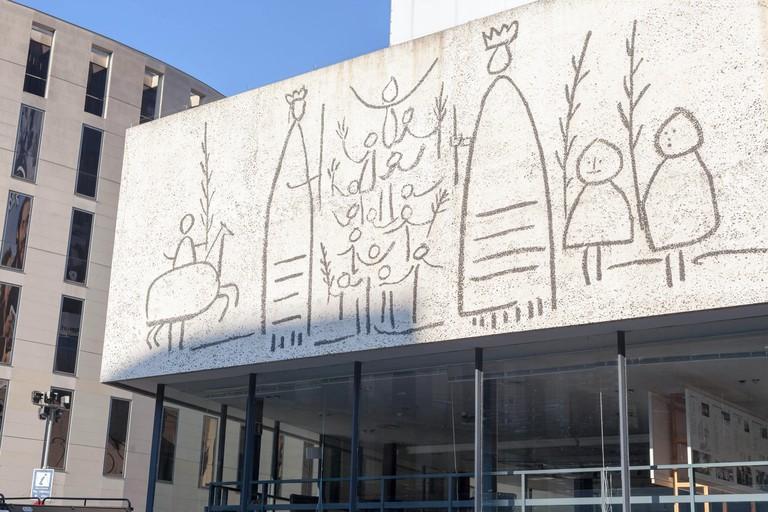 Frontis sgraffito facade designed by Picasso, Col.legi Oficial Arquitectes, Barcelona.
