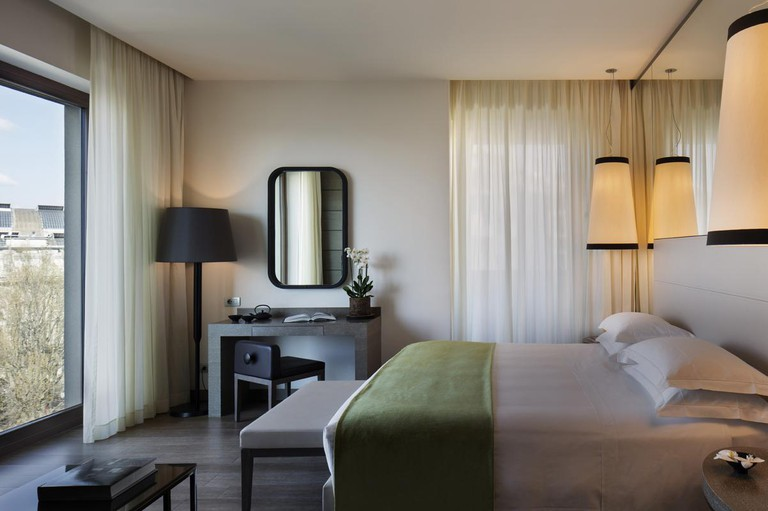 junior-suite-rooms-and-suites-in-milan-starhotels-echo.a4fac3304f5f1ee31c2bf0087a65e863