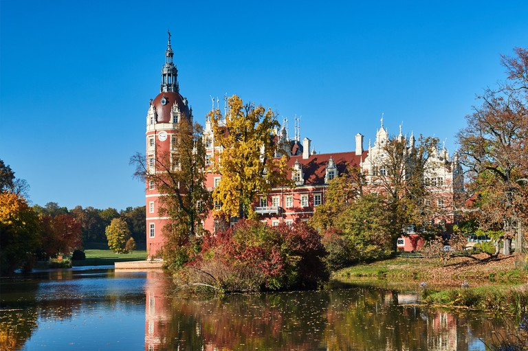 New Castle and pond in the park Muskauer