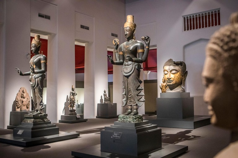 visitor, tourist, statue, sculpture,The National Museum, Exhibition Hall 1, Bangkok, Thailand