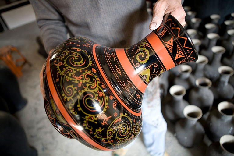 China - Business - Artist Shows off His Lacquer Vase in Fuzhou