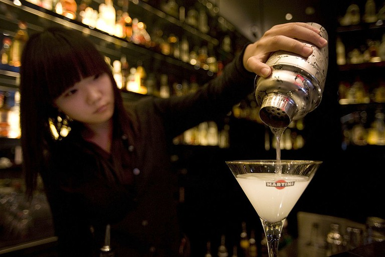 Bartender Ayuka Luo mixes a Gibson cocktail behind the count