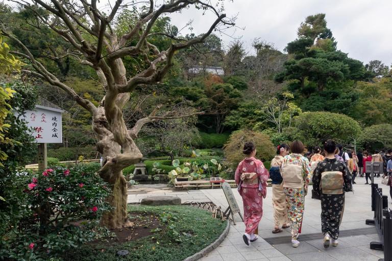 Women in traditional dress, Hasa-dera temple
