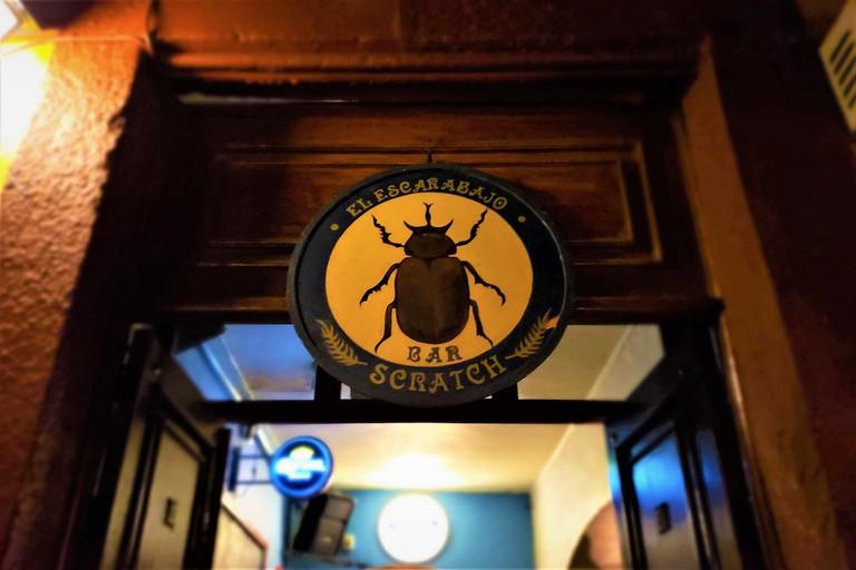 Escarabajo Scratch - Stephen Woodman