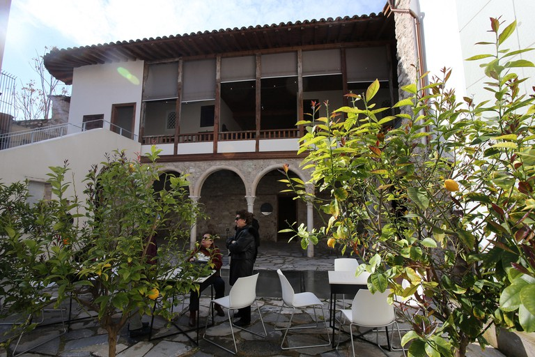 (180302) -- ATHENS, March 2, 2018 (Xinhua) -- Visitors enjoy the sunny day in the main courtyard of the oldest surviving house of Athens, the Benizelos mansion, in central Athens, Greece, on Feb. 27, 2018. In the heart of the historic center of this capit