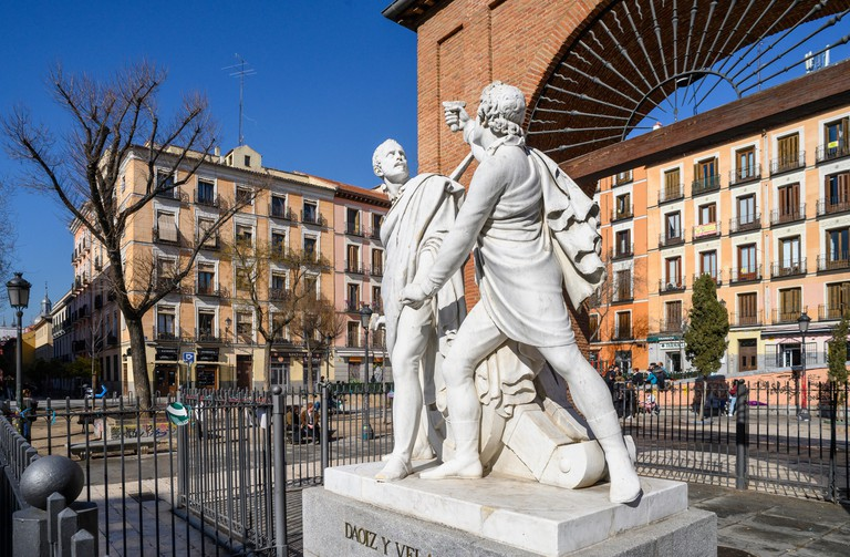 Monument to Luis Daoiz and Pedro Velarde, heros of the Spanish war of independence, in the Plaza dos de Mayo in the heart of the Malasana disrict, cen