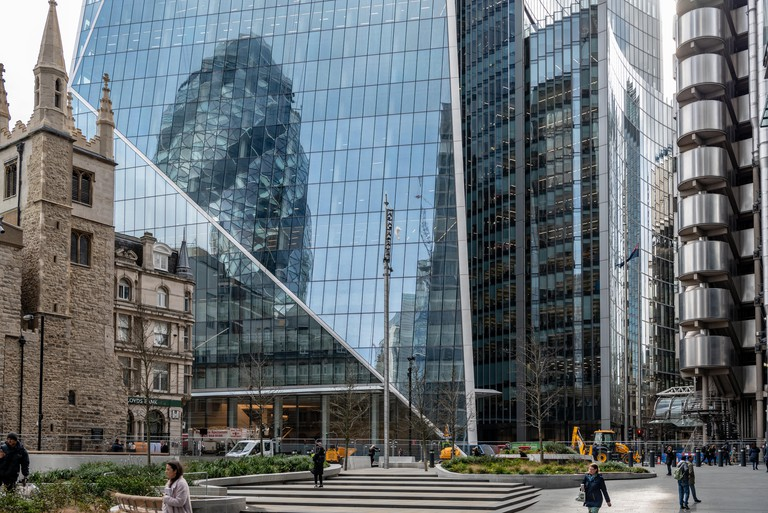 """The """"Scalpel"""", Willis Building and Lloyds Building dominate the south side of Leadenhall St in the City of London"""
