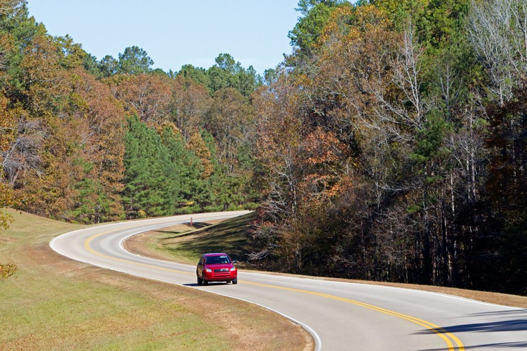 Natchez Trace Parkway operated by the National Park Service commemorates the historic Old Natchez Trace in Mississippi, USA.