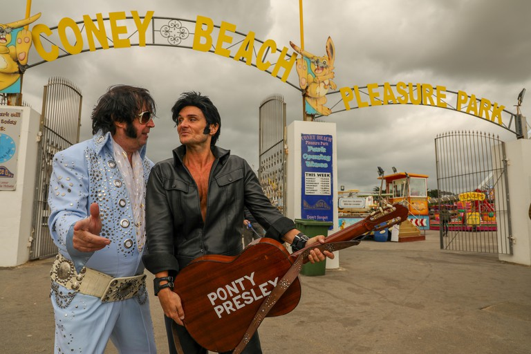 Porthcawl, Wales, UK. 30th September 2018. Elvis fans and impersonators, of all ages, attend the 13th annual Porthcawl Elvis Festival, The Elvies.  Credit: Haydn Denman/Alamy Live News