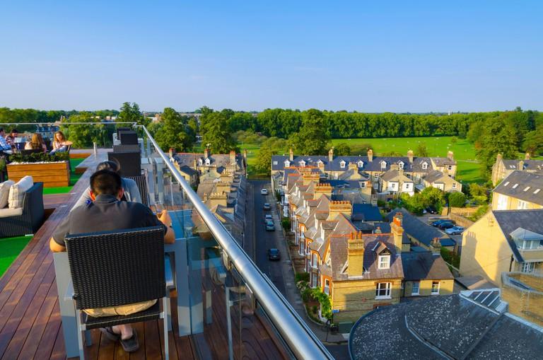 UK, England, Cambridgeshire, Cambridge, Varsity Hotel Roof Terrace and Bar, Jesus Green beyond