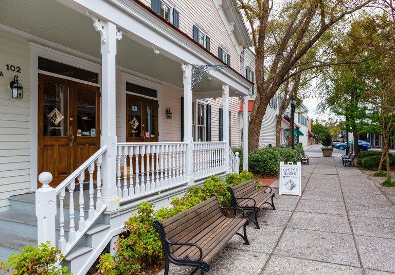 Cafe and shops on West Street, just off Bay Street, Beaufort, South Carolina, USA