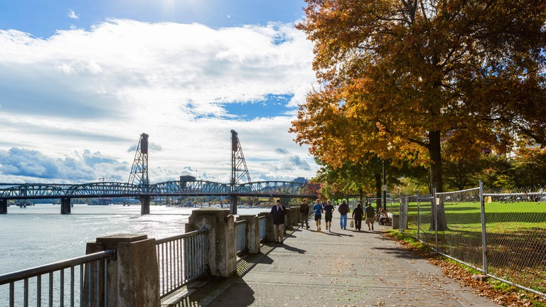 Tom McCall Waterfront Park along the banks of the Willamette River, Portland, Oregon, USA