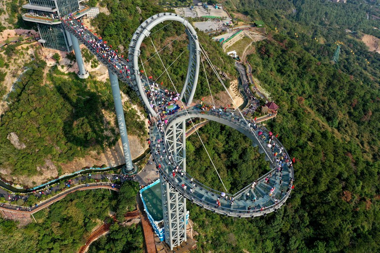 --File--People visit the Qingyuan Huangtengxia Glass Corridor, or the glass corridor in the cloud during the National Day holiday in Qingyuan city, so