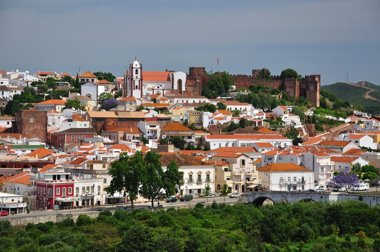 View of hillside town and castle, Silves, Silves Municipality, Faro District, Algarve Region, Portugal. Image shot 2011. Exact date unknown.
