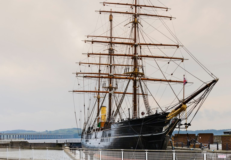 The RRS Discovery (Scott's Antarctic Expedition vessel) with the Tay Bridge behind, Dundee, Central Lowlands, Scotland, UK