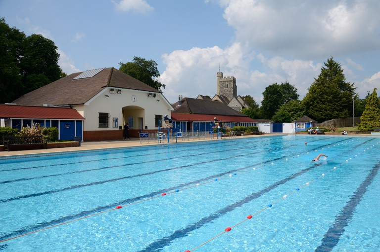 Guildford Lido, outdoor swimming pool
