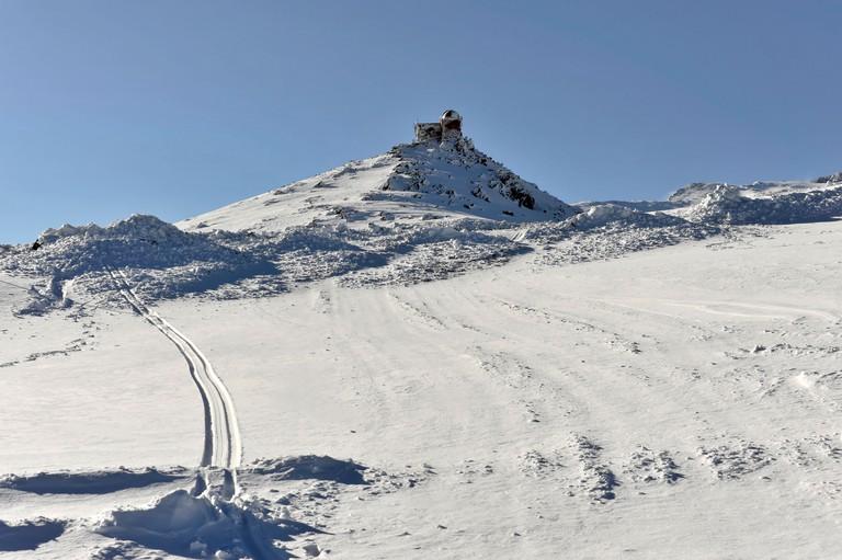 Observatory at Mt Veleta or Pico del Veleta, 3392m, Gueejar-Sierra, Sierra Nevada National Park, Andalusia, Southern Spain