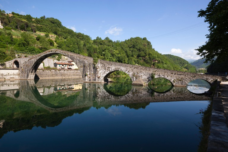Medieval bridge of Ponte della Maddalena on the River Serchio, Borgo a Mozzano, near Lucca, Garfagnana, Tuscany, Italy, Europe