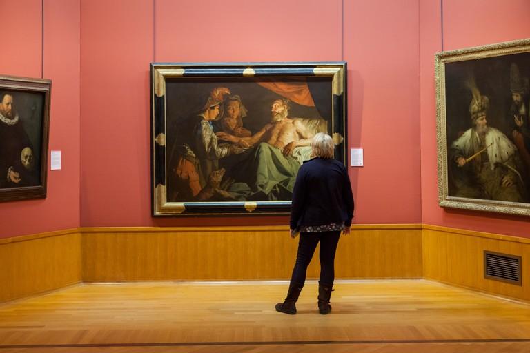 Woman looking at paintings in the Barber Institute Of Fine Arts, University of Birmingham UK