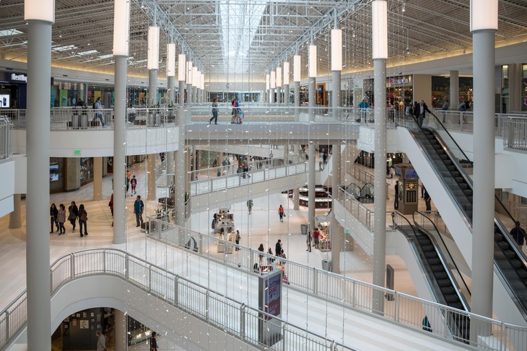 Pedestrian walkways, Mall of America, Minneapolis, Minnesota, USA.
