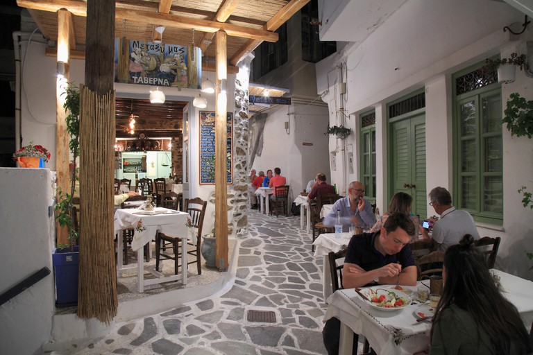 Greece, Cyclades, Naxos, Hora, restaurant, people,