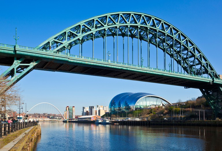 Newcastle upon Tyne skyline gateshead the Tyne bridge over River Tyne Tyne and Wear Tyneside England UK GB EU Europe